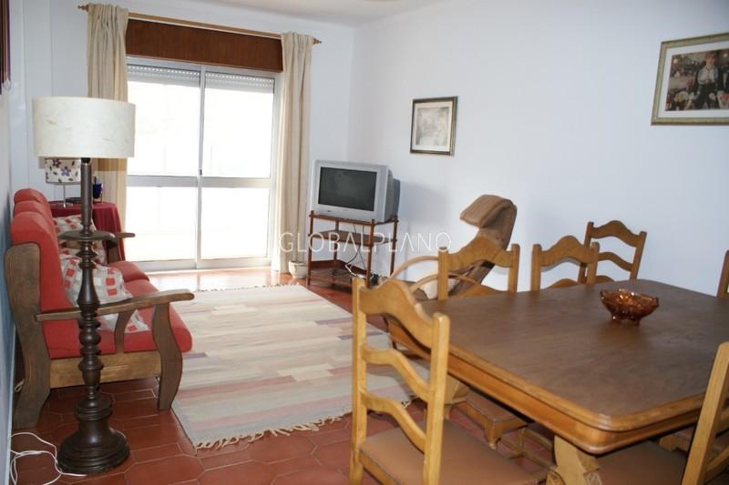 Apartamento T3 Remodelado 25 de Abril/Portimão - cozinha equipada, varanda, marquise