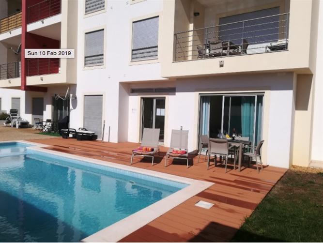 Apartamento Moderno no centro T0+1 Olhos de Água Albufeira - condomínio fechado, piscina, garagem, terraço, vista mar, varanda