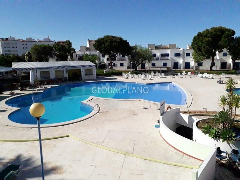 Apartamento T0 Quinta da Bemposta Portimão - parque infantil, varanda, piscina, mobilado, cozinha equipada, equipado