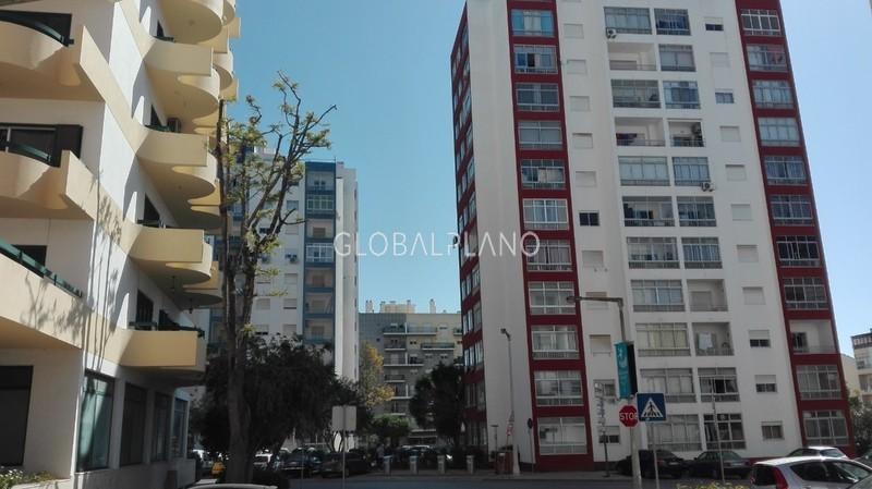 Loja no centro Centro/Portimão - montra, excelente localização