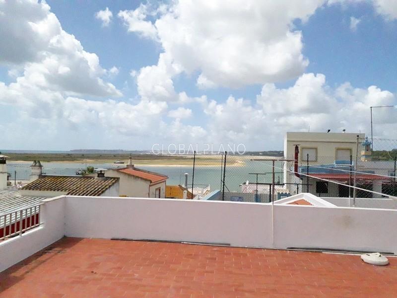 Moradia V5 no centro Centro de Alvor Portimão - salamandra, terraços