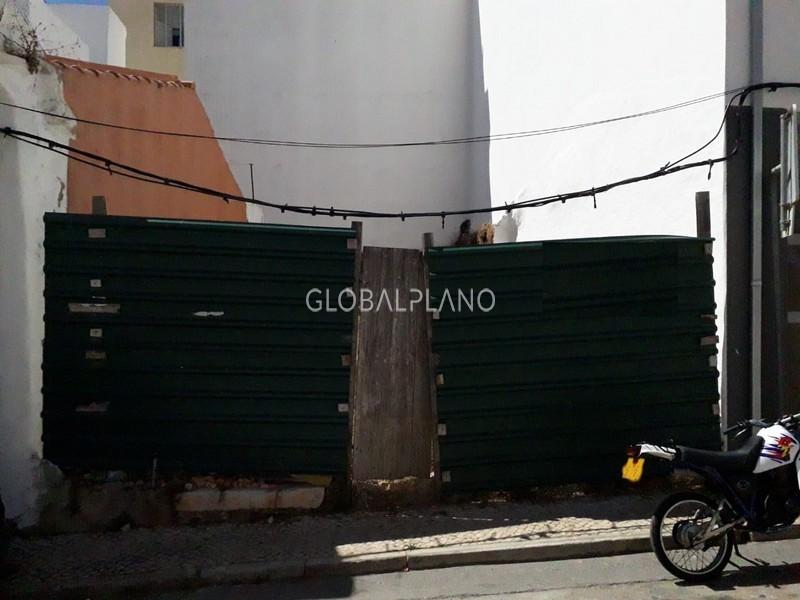 Lote de terreno com 56m2 Centro de Portimão - viabilidade de construção, bons acessos