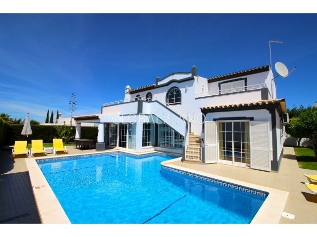 Moradia com boas áreas V4 Galé Albufeira - jardim, terraço, piscina, bbq