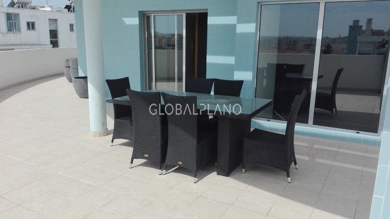 Apartamento Duplex T4 Quintinha/Portimão - garagem, terraço, cozinha equipada, r/c