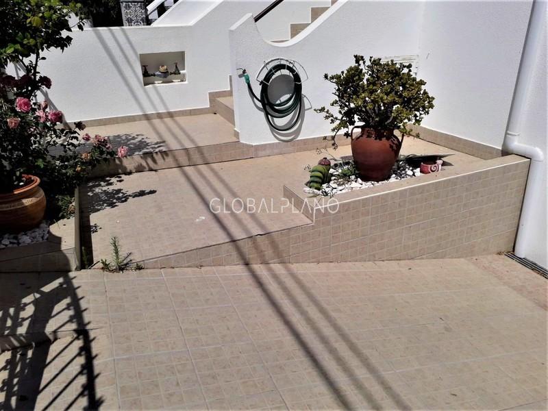 Moradia V4 Remodelada em banda Alto Alfarrobal/ Portimão - varanda, garagem, cozinha equipada, quintal, bbq