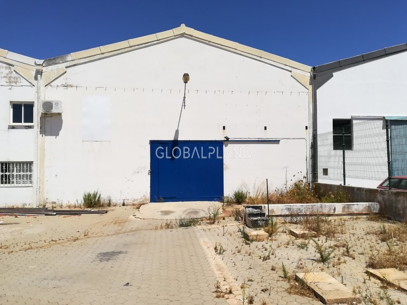 Warehouse with 1000sqm Parchal/ Lagoa Lagoa (Algarve) - dressing rooms, easy access