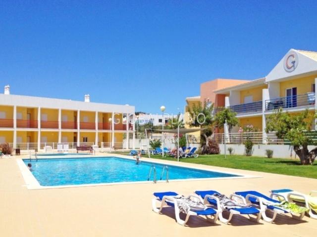 Apartamento T2 Vale de Parra Albufeira - jardins, piscina, condomínio fechado, varandas, bbq, lugar de garagem