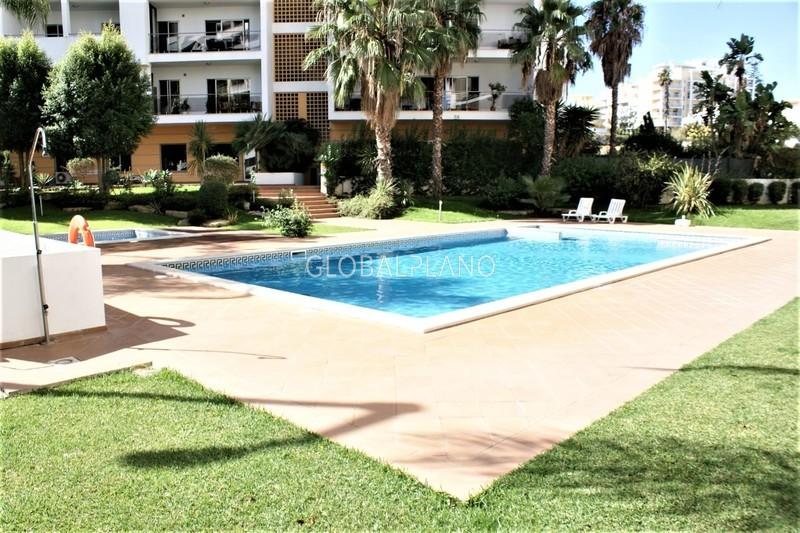 Apartamento T4 de luxo Alto do Quintão Portimão - garagem, piscina, condomínio fechado, ar condicionado, alarme, cozinha equipada, equipado, jardim