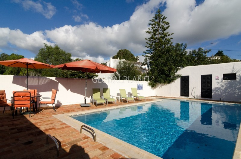 House Isolated spacious 3 bedrooms Vale Currais/ Carvoeiro Lagoa (Algarve) - swimming pool, terraces, terrace, equipped kitchen, fireplace