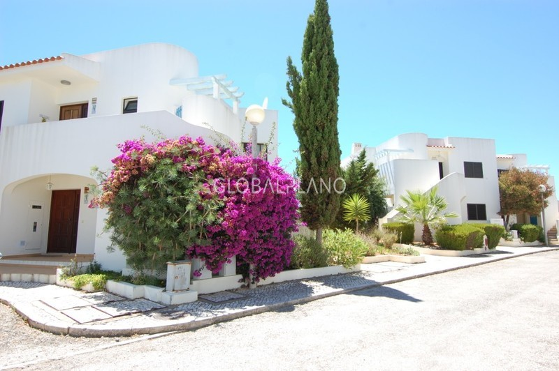 Apartment T2 in a central area Carvoeiro Lagoa (Algarve) - gardens, tennis court, swimming pool, terrace