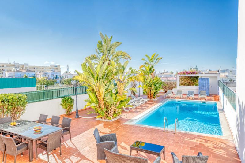 Moradia em banda V6 Vale Rebelho Albufeira - piscina, jardim, bbq, excelente localização, varanda, terraço, vista mar