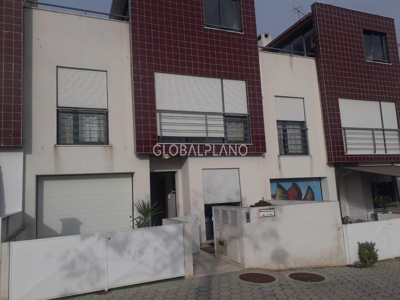 Moradia Geminada V3 Figueira Mexilhoeira Grande Portimão - terraço, painéis solares, garagem, varanda, equipado