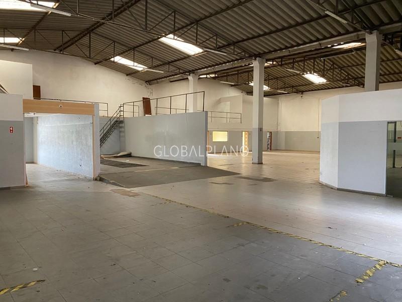 Armazém Industrial com 700m2 Portimão - bons acessos