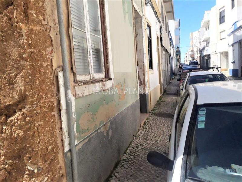 House 4 bedrooms Single storey in the center Centro de Portimão - backyard
