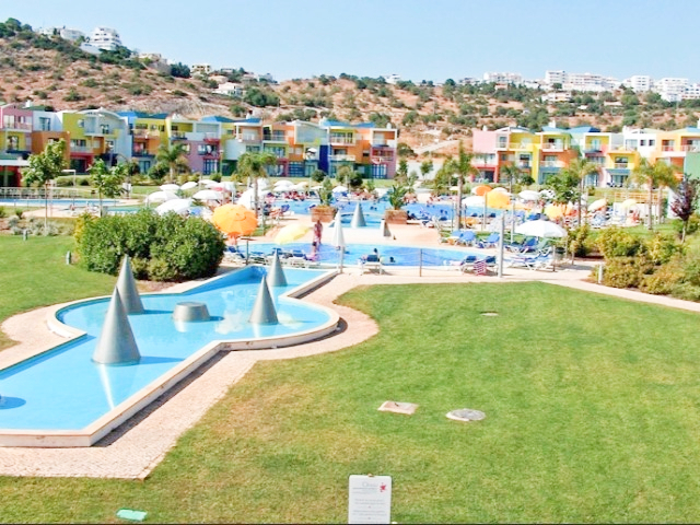 Apartment 2 bedrooms Albufeira e Olhos de Água - green areas, equipped, parking lot, swimming pool, furnished