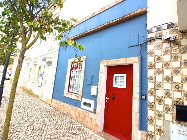 House Semidetached in the center V2 Guia Albufeira - terrace, equipped kitchen, excellent location
