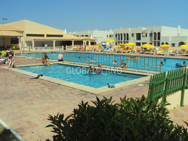 Apartment T1 Quinta Nova/Alvor Portimão - swimming pool, gated community, tennis court, kitchen, green areas, balcony