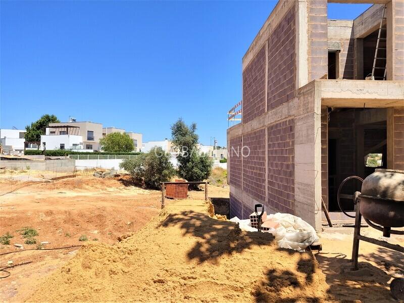 Moradia V3 em construção Alcantarilha Silves - arrecadação, terraço