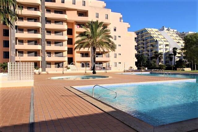 Apartamento T1 Praia da Rocha/2ª Linha Portimão - ténis, equipado, condomínio fechado, lugar de garagem, varanda, piscina, mobilado, ar condicionado, parque infantil