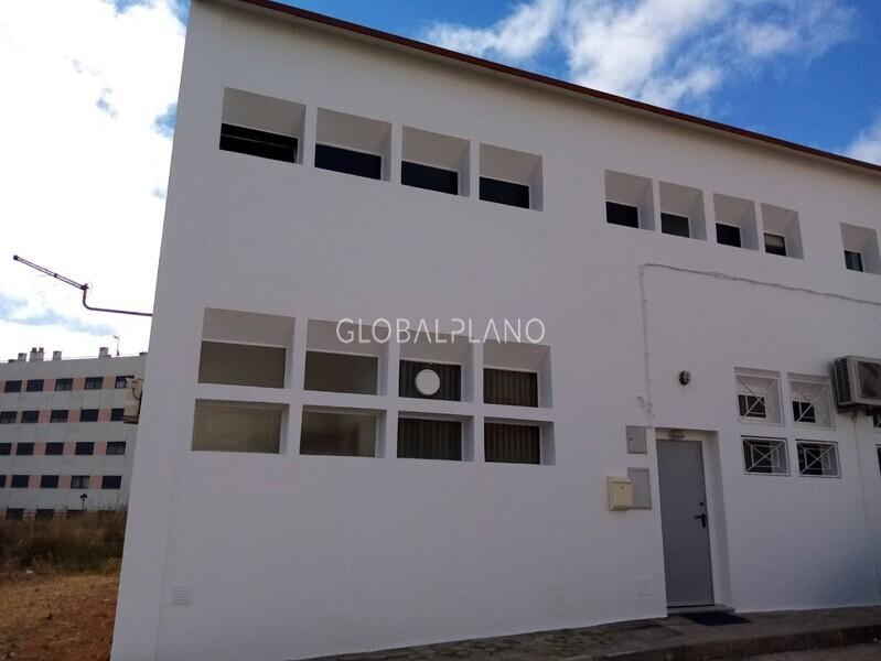 Armazém Industrial com 50m2 Serro Ruivo  Portimão