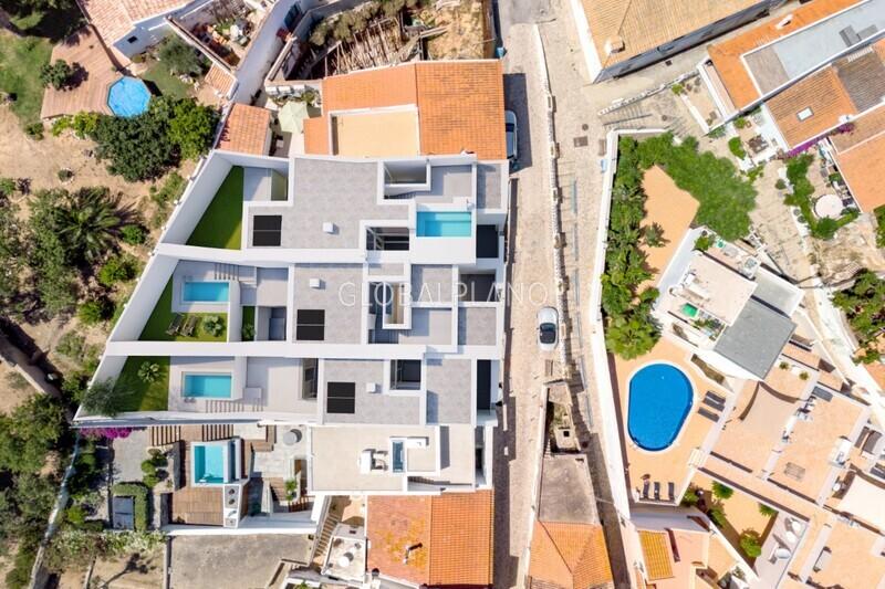 Moradia V3 em construção Ferragudo/ Centro Lagoa (Algarve) - piscina, jardim, garagem, arrecadação, terraços