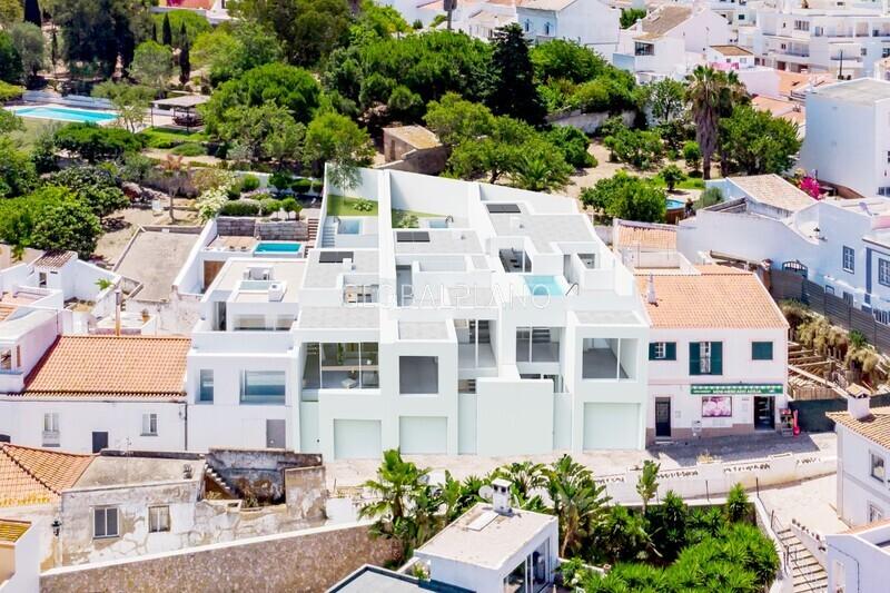 Moradia V3 em construção Ferragudo/ Centro Lagoa (Algarve) - jardim, arrecadação, piscina, terraços, garagem