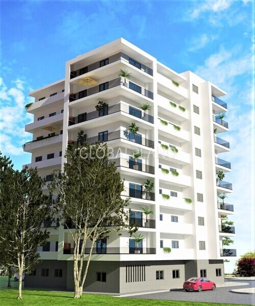 Apartamento T4 em construção Portimão - isolamento térmico, lareira, painel solar, bbq, varandas, caldeira, piso radiante, painéis solares, equipado