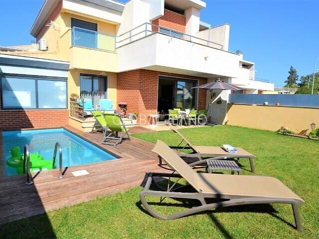 Moradia V3 Geminada em banda Branqueira Albufeira - lareira, painéis solares, piscina, caldeira, condomínio fechado, ar condicionado, garagem, jardim