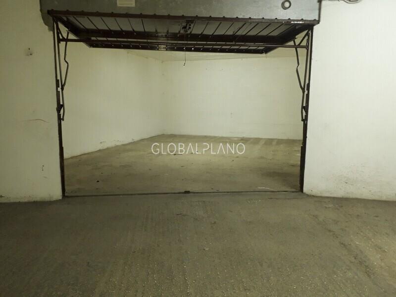 Garage box with 34sqm 25 de Abril Portimão