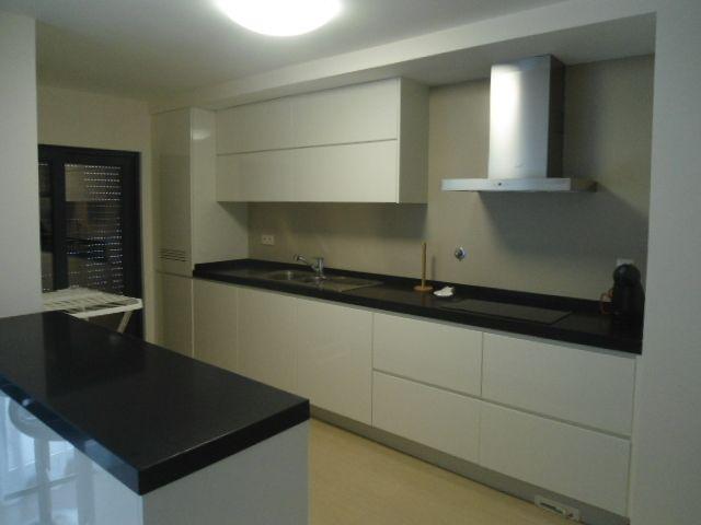 Apartamento Moderno T2 Praia da Rocha Portimão - lugar de garagem, varanda, ar condicionado