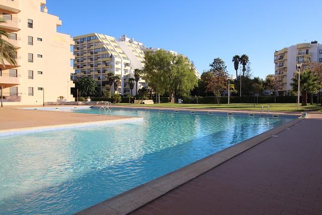 Apartamento Moderno T1 Praia da Rocha Portimão - varanda, piscina, lugar de garagem, ténis, ar condicionado