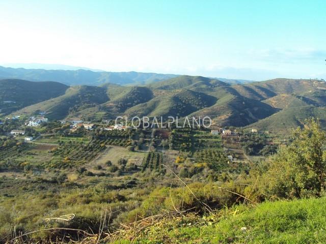 Land with 4120sqm Marmelete Monchique - construction viability