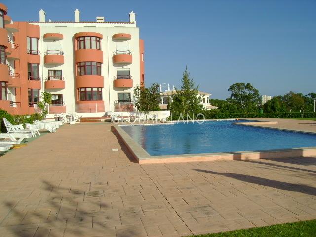 Apartamento T3 Dourada/Alvor Portimão - garagem, piscina, jardins, condomínio privado