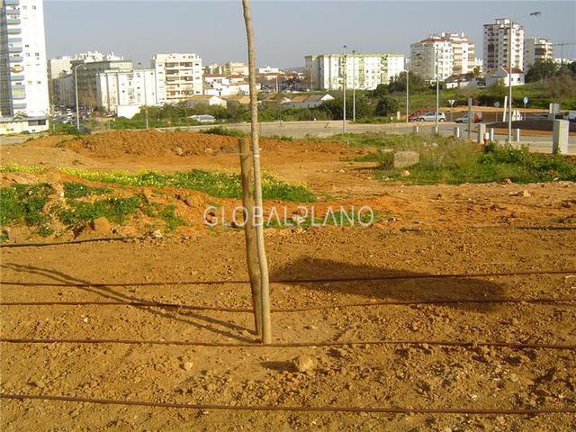 Lote de terreno com 15336m2 Av. 25 de Abril Portimão - viabilidade de construção