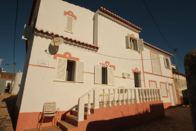 House V4 in the center Figueira Budens Vila do Bispo - equipped kitchen, store room, terrace