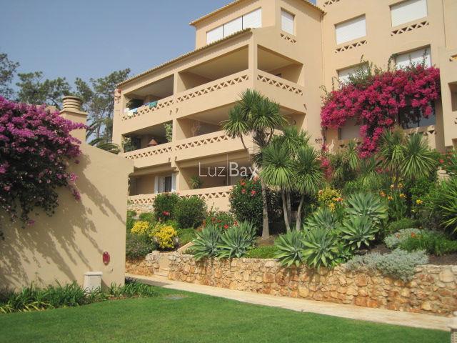 Apartamento T3 Meia Praia São Sebastião Lagos - lareira, varanda, piscina, cozinha equipada, jardins, excelente localização