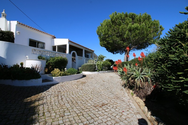 House V4+1 Lagos São Sebastião - furnished, swimming pool, garden, quiet area, terrace, fireplace, equipped kitchen