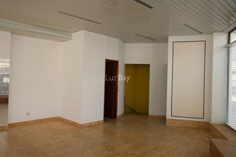 Loja no centro Lagos São Sebastião - espaço amplo, arrecadação