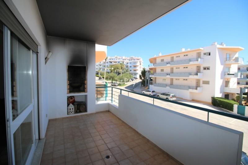 Apartamento T2 Lagos São Sebastião - garagem, varanda, mobilado, ar condicionado, lareira, bbq