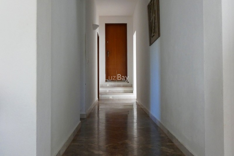 1000013996_hallway1__medium_.jpg