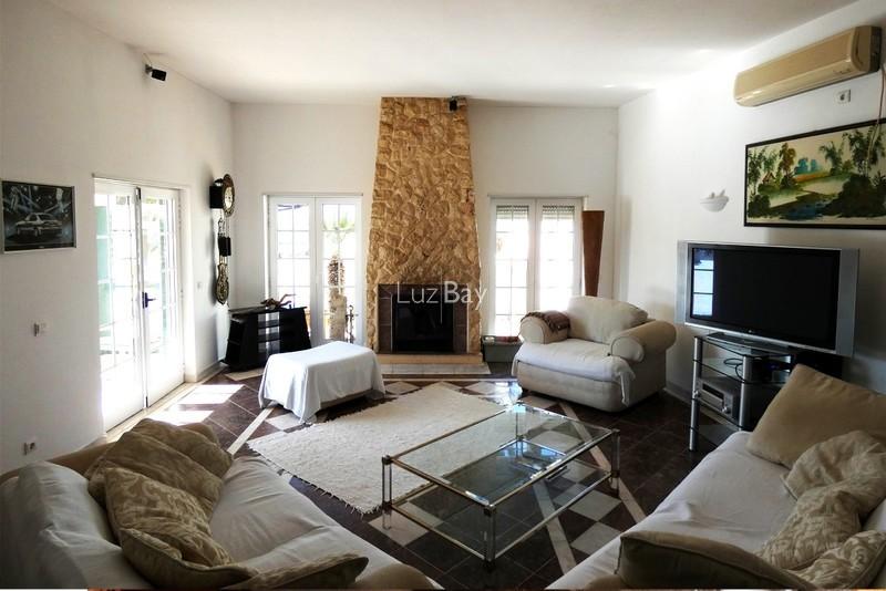 1000013996_livingroom1__medium_.jpg