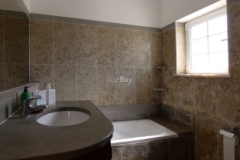 1000013996_master_bathroom2__medium_.jpg