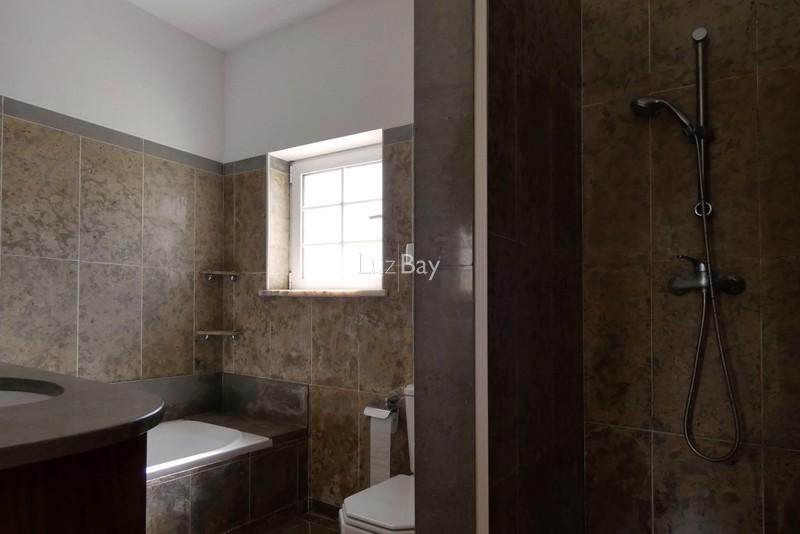 1000013996_master_bathroom__medium_.jpg