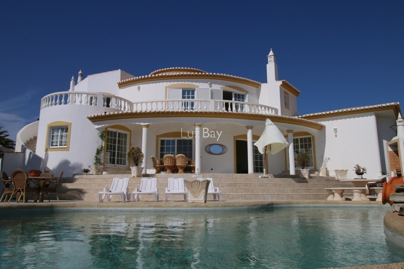 Villa V4 Praia da Luz Lagos - sea view, garden, equipped kitchen, underfloor heating, swimming pool, garage