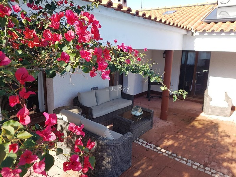 House 5 bedrooms Lagos São Sebastião - garage, equipped kitchen, barbecue, terrace, fireplace, swimming pool