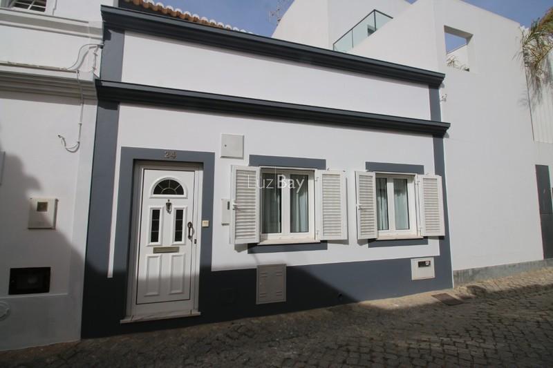 Moradia V3 no centro Lagos São Sebastião - excelente localização, terraço, cozinha equipada