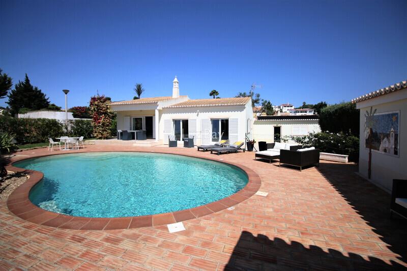 House Single storey 2 bedrooms Praia da Luz Lagos - swimming pool, balcony, fireplace