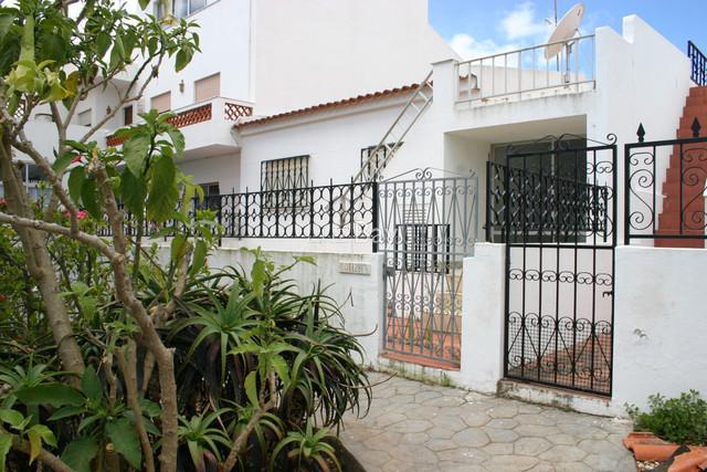Moradia V3 Térrea bem localizada Lagos São Sebastião - quintal, marquise, cozinha equipada, vista mar, terraço