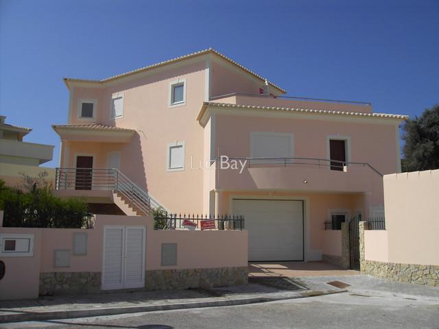 Vivenda V3+1 de luxo bem localizada Lagos Santa Maria - lareira, ar condicionado, piscina, cozinha equipada, terraço, bbq, piso radiante, garagem
