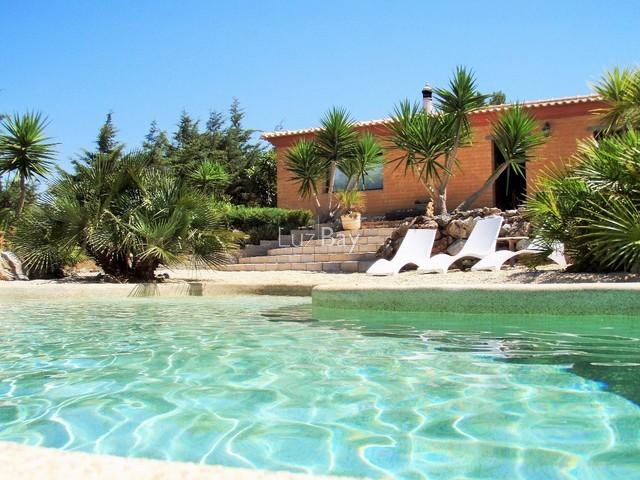 Casa Moderna V3+1 Barão de São Miguel Vila do Bispo - garagem, jardim, aquecimento central, piscina, lareira